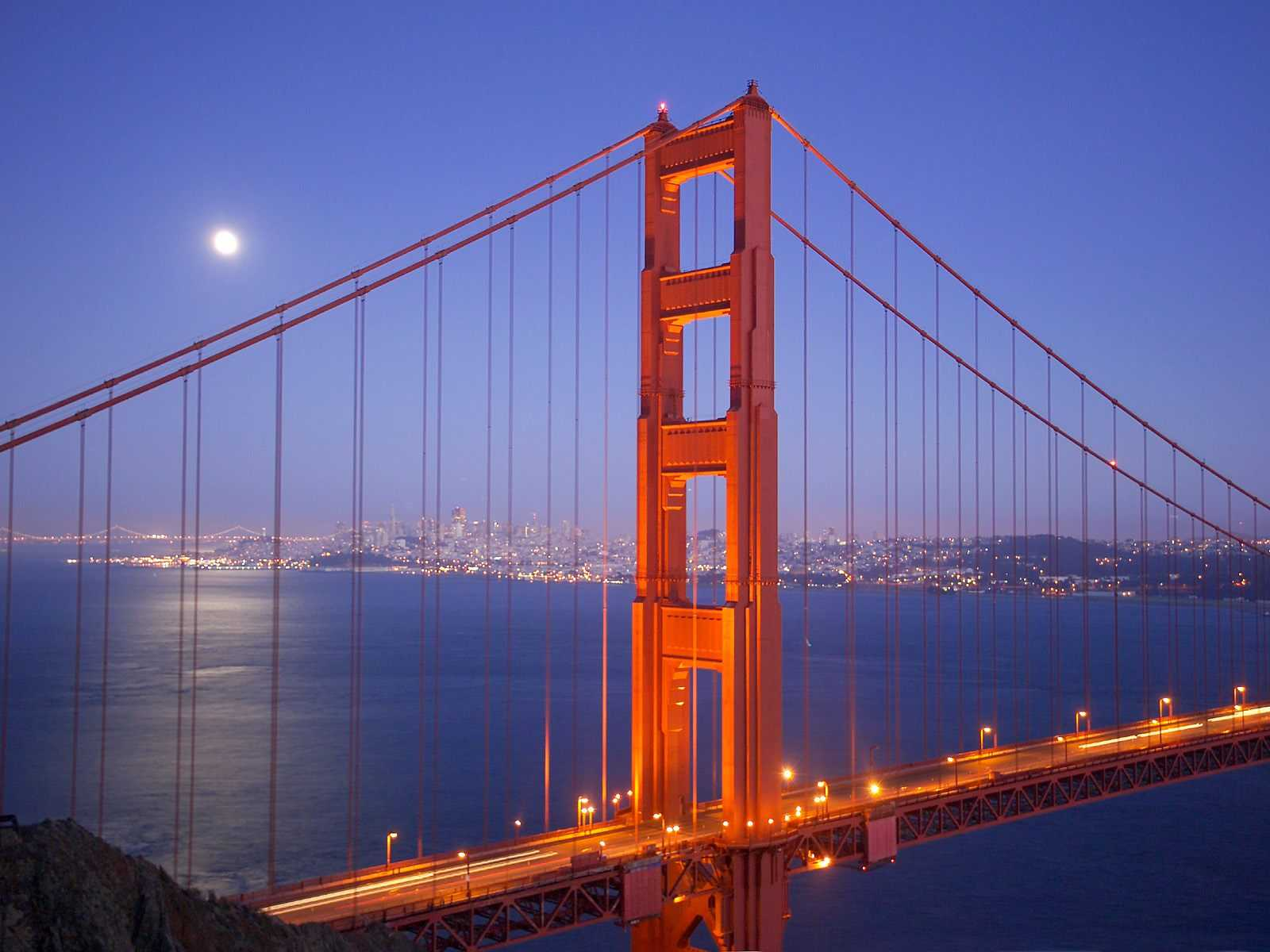 San_Francisco's_Golden_Gate_Bridge,_California,_USA