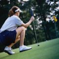 woman-golf-shoes