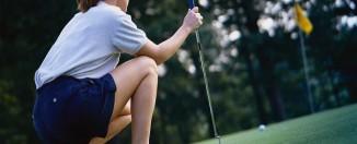 woman-golf-shoes