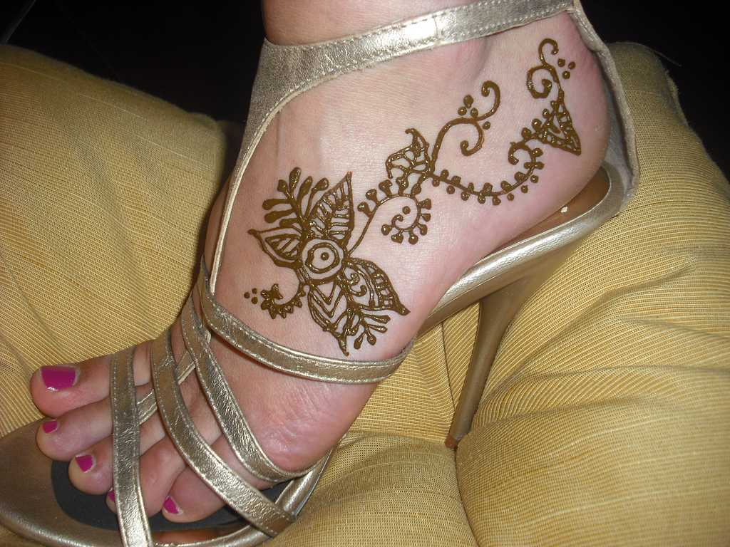 Simple Mehndi On Feet : Top pakistani mehndi designs for feet foot