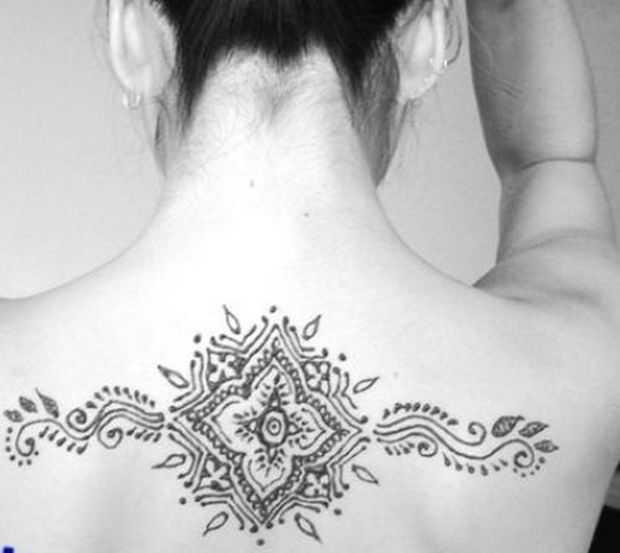 Mehndi Tattoo On Back : Stylish neck back mehndi designs of henna