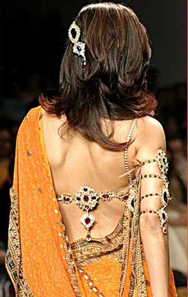 saree-blouse-design-6