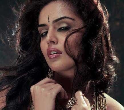 Nathalia-Kaur-photo-gallery-7