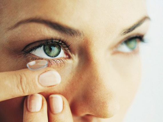 Young People Prefer Contact Lenses Over Glasses