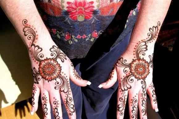 Beautiful-Arabic-Mehndi-designs-with-stones-5