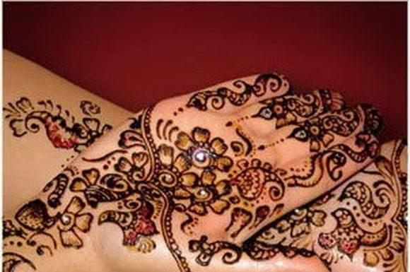 Beautiful-Arabic-Mehndi-designs-with-stones