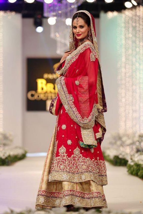 Latest pakistani bridal wear dress trends of 2012 for Current wedding dress trends