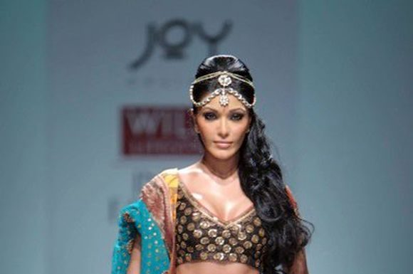 Latest-indian-Bridal-Wear-Collections-2012-11