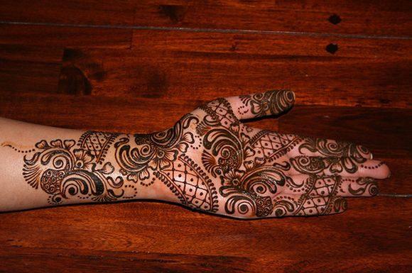 arabic-hand-mehndi-designs-for-durgapuja-5