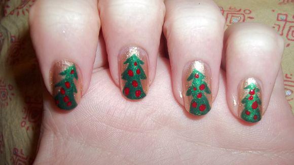 christmass-tree-nail-art-1