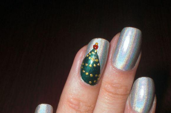christmass-tree-nail-art