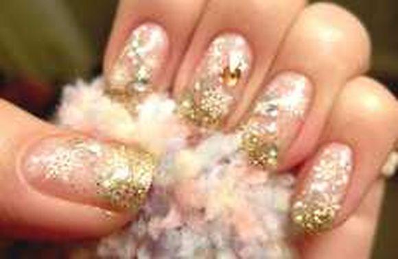 snowflakes-nail-art-ideas-5