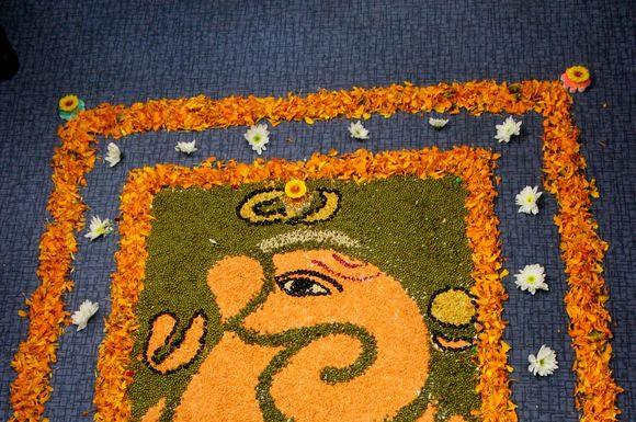ganpati-rangoli-designs-with-flowers-3