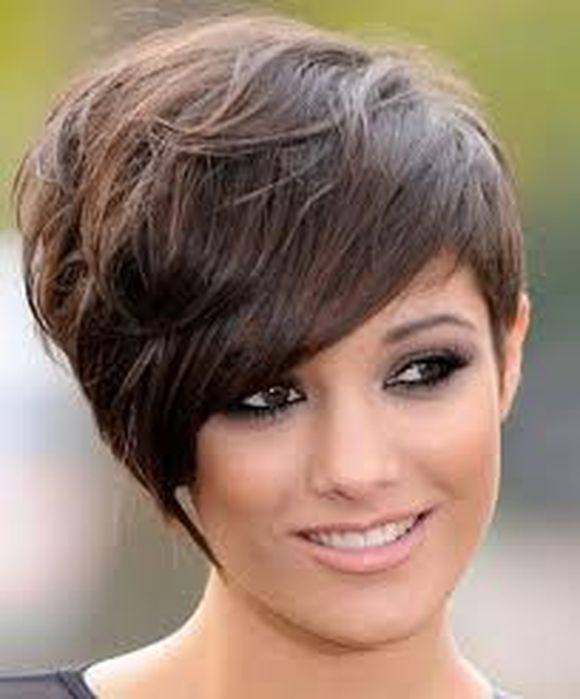 Frankie Sandford's-round-face-bangs