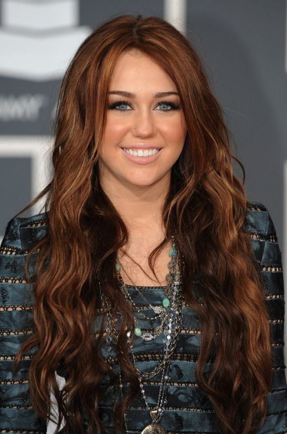 Miley-Cyrus-Long-Red-Hairstyle