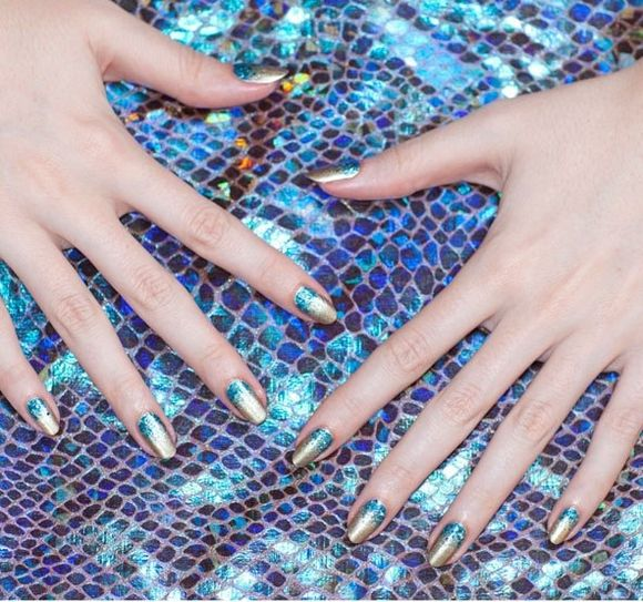 -UK-nail-art-festival-ideas- gold and blue nails
