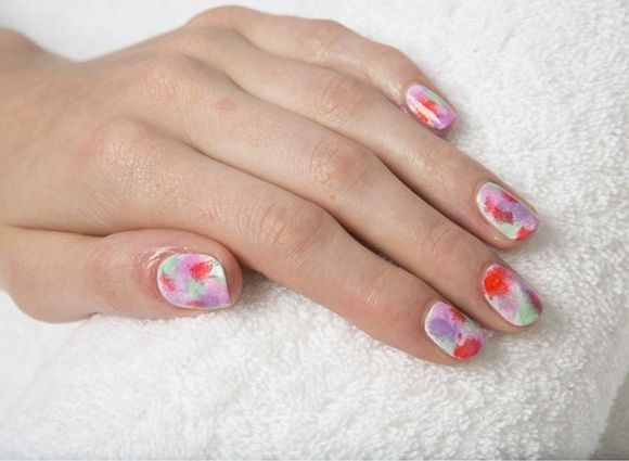 -UK-nail-art-festival-ideas-summer-tie-die nails