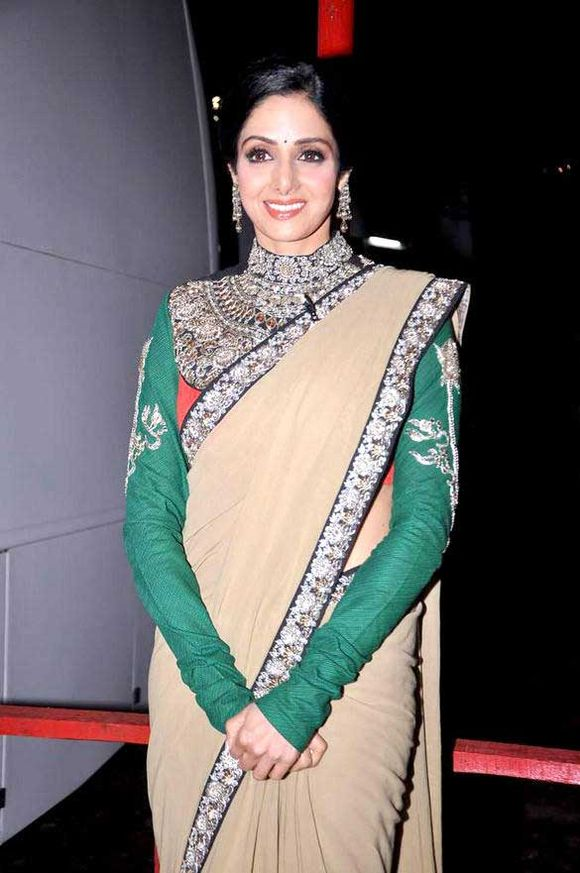 saree-blouse-patterns-with-sleeves-17