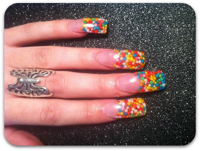 birthday-decoration-nail-art-1