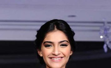 sonam kapoor's boat neck blouse design
