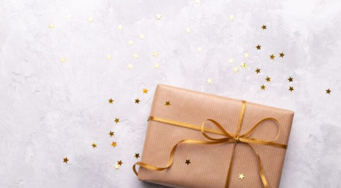 6 Thoughtful and Beautiful Anniversary Gifts for Your Loved One