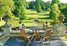 Things to consider while buying garden tables